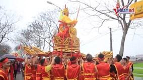 Độc đáo lễ đón rước vua sống xứ Đông Anh