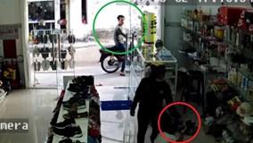 Nữ quái vào cửa hàng, thản nhiên cướp iPhone 7 trên tay bé gái