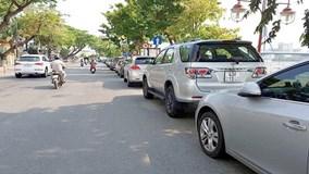Đà Nẵng thu phí đỗ xe ô tô dưới lòng đường