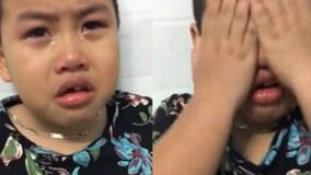 """Bé trai khóc lóc giải thích lý do biếng ăn """"đốn tim"""" dân mạng"""