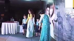 Mẹ dàn dựng kịch bản và hát tặng con gái trong ngày cưới cực cảm động