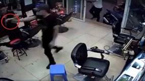 Thanh niên dùng súng bắn người trong quán hớt tóc
