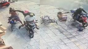 Cướp áp sát liên tiếp giật dây chuyền của người phụ nữ