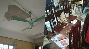 Hà Nội: Bị mảng vữa trần nhà rơi vào đầu, 3 học sinh nhập viện
