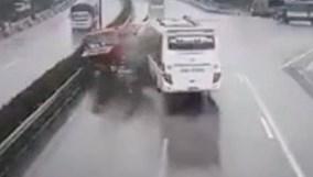 Giới tài xế lên tiếng sau vụ ôtô khách tông xe cứu hỏa trên cao tốc