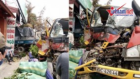 Xe cứu hộ ủn xe tải lao thẳng vào nhà dân khiến 3 người nguy kịch