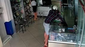 Thanh niên trộm ĐTDĐ hàng chục triệu bị camera ghi hình