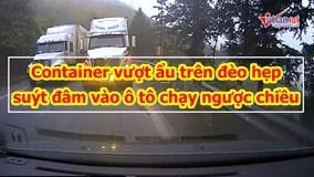 Container vượt ẩu trên đèo hẹp, suýt đâm vào ô tô chạy ngược chiều