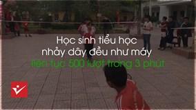 Học sinh tiểu học nhảy dây đều như máy liên tục 500 lượt trong 3 phút