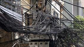 """Những mạng lưới """"rác trời"""" tại phố cổ Hà Nội"""