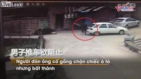 Cố chặn ô tô trôi tự do, người đàn ông tử vong tại chỗ