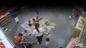 Trẻ mầm non bị đánh tới tấp trong lớp học