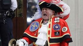 Nước Anh 'phát cuồng' đón chào hoàng tử bé vừa chào đời