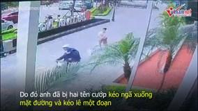 """""""Cẩu tặc"""" cướp chó, kéo lê chủ cả chục mét trước sảnh chung cư Hà Nội"""