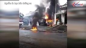 Xe bồn tiếp nhiên liệu bốc cháy tại cây xăng ở Sông Mã