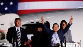 Đích thân TT Trump ra sân bay đón 3 công dân được Triều Tiên phóng thích