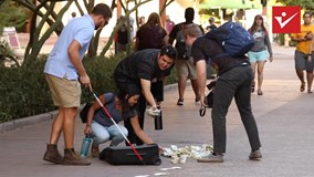 Người đàn ông mù đánh rơi 1 triệu đô và cái kết không thể ngờ