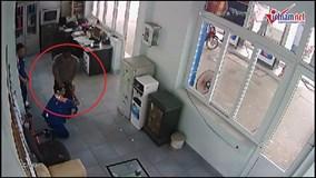 Quảng Ninh: Camera an ninh ghi lại cảnh nhân viên cây xăng bị hành hung
