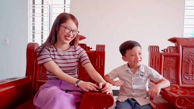 ''Thần đồng 6 tuổi'' Quang Bình đọ tiếng Anh với Khánh...