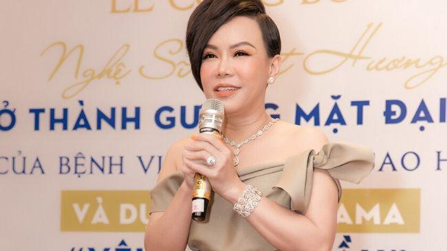 Việt Hương diện trang sức gần 5 tỷ đi dự sự kiện