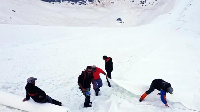 Kỳ lạ chuyện ''đắp chăn'' cho sông băng, núi tuyết