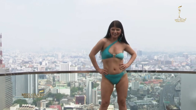 Miss Grand 2020: Nhiều hoa hậu lộ bụng mỡ, đùi to,...