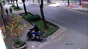 Nhân viên ngoại giao Nga bị cướp giật dây chuyền trên phố Sài Gòn