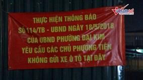 Không chỗ đỗ xe, dân chung cư Hà Nội 'vứt' ô tô vạ vật khắp nơi