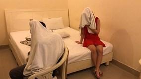 Nữ tiếp viên nhà hàng Sài Gòn múa thoát y, sẵn sàng chiều khách từ A-Z