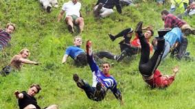 Người người lăn lông lốc trong cuộc thi điên khùng nhất thế giới