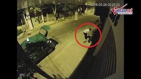Bắt quả tang tài xế taxi trộm 4 chậu cảnh trong đêm