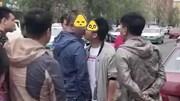 Cãi nhau, người đàn ông cưỡng hôn đối phương ngay trên phố