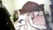 Cởi quần áo leo lên giường nhà người lạ ngủ do say rượu