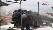 Xe bồn bốc cháy dữ dội ở cây xăng, thiêu rụi 6 xe máy