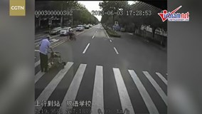 Hành động của tài xế xe buýt chạm đến hàng triệu trái tim