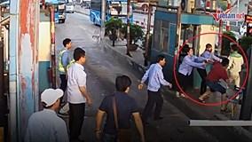 Lái xe dùng dao chặt barie, đuổi đánh nhân viên trạm thu phí BOT