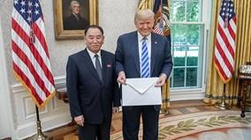 TT Trump hé lộ nội dung thư của ông Kim, sẵn sàng mời NLĐ Triều Tiên đến Mỹ