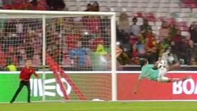 Xem con trai Ronaldo lập siêu phẩm 'ngả bàn đèn'
