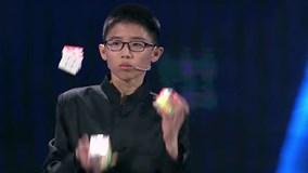 Cậu bé lập kỷ lục Guinness khi vừa tung hứng vừa giải 3 khổi rubik thần tốc
