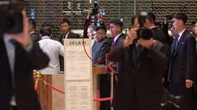 Trước giờ G, ông Kim Jong Un tham quan Singapore, vẫy tay chào người dân