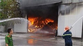 Sáng sớm, nhà xưởng cháy ngùn ngụt ở Hải Phòng