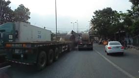 Xe container chở thép cuộn 60 tấn đứt cáp xích, nhiều người thoát nạn
