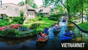 Lạc lối trong 'thị trấn cổ tích' không đường, không xe ở Hà Lan