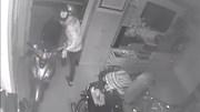 Sài Gòn: Trộm vào nhà lấy 3 xe máy, dàn loa 100 triệu đồng