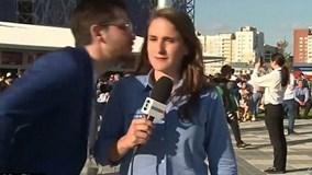 Nữ phóng viên bức xúc vì suýt bị hôn trộm khi đang đưa tin World Cup