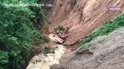 Sạt lở đất kinh hoàng cuốn bay 2 máy xúc ở Lai Châu