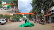 Bạt bay từ nóc ô tô tải trùm gọn người đi xe máy