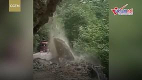 Khoảng khắc sạt lở núi kinh hoàng ở Trung Quốc