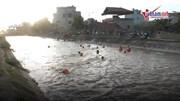 Hà Nội: Hàng nghìn người vùng vẫy ở 'bãi tắm' độc nhất vô nhị