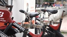 Xe đạp lọc nước hồ Hoàng Cầu tê liệt vì liên tục bị phá
